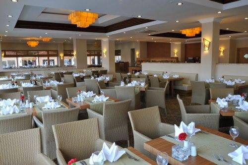 Hotel Akka Alinda restaurant.jpg