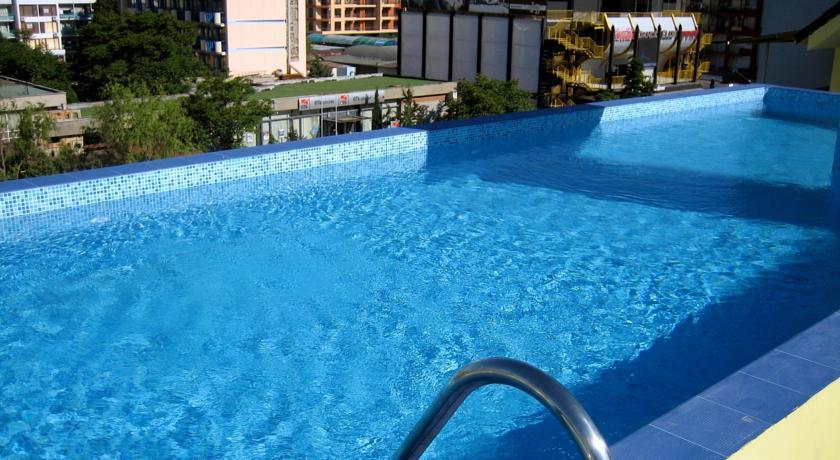 piscina royal central.jpg