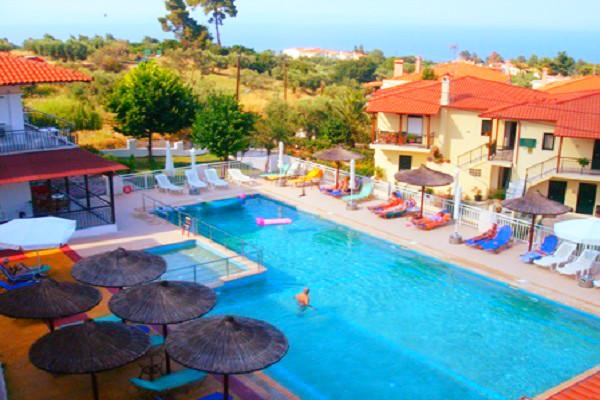 Halkidiki, Hotel Medousa, exterior, piscina, hotel, sezlonguri.jpg