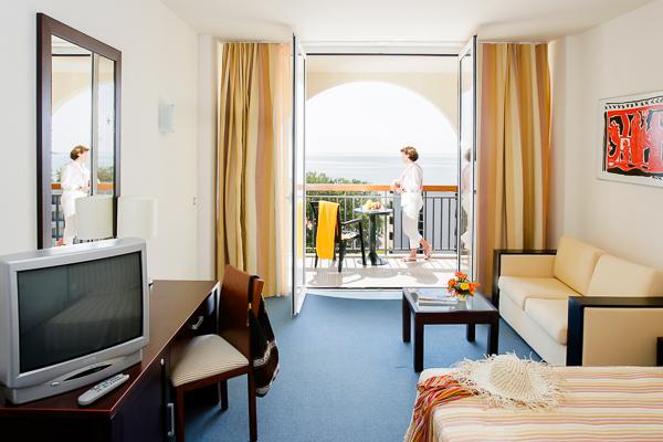 Sunny Beah, Hotel Iberostar Sunny Beach, camera dubla, TV.jpg