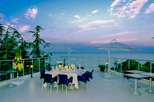 Nisipurile de Aur, Hotel Luna, terasa.jpg