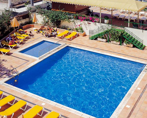 Mallorca, Hotel Roc Linda, piscina exterioara, sezlonguri.jpg