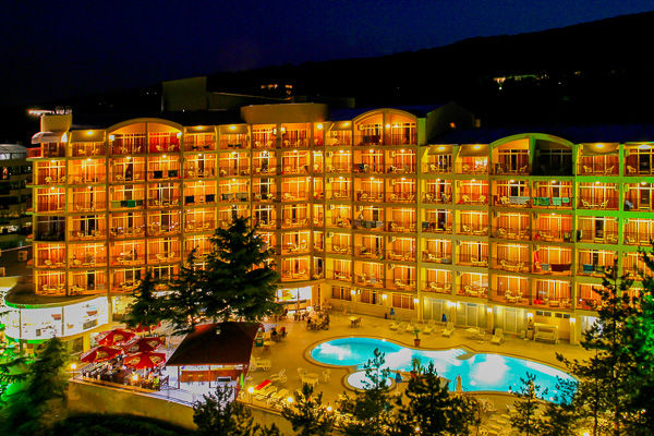 Nisipurile de Aur, Hotel Luna, piscina, terasa.jpg