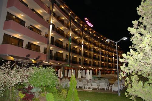 hotel flamingo exterior.jpg