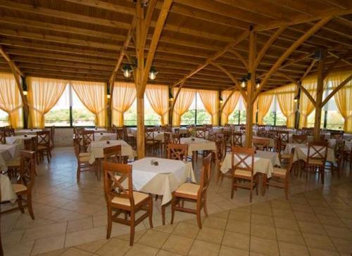 Hotel Village Mare restaurant.JPG