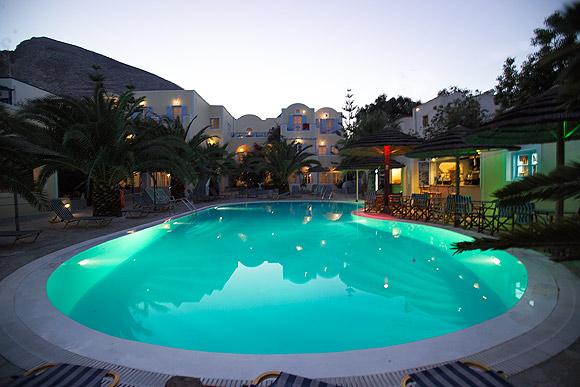 Piscina Hotel Zephyros.jpg