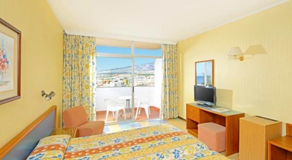 Tenerife, Hotel Iberostar Bouganville Playa, camera, pat dublu, tv, balcon.jpg