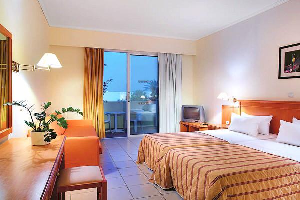 Rodos, Hotel Miraluna Garden, camera, pat dublu, tv, balcon.jpg