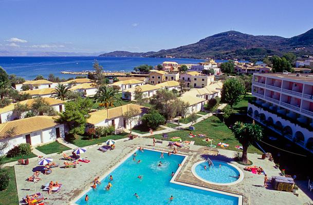Corfu, Hotel Messonghi Beach, piscina exterioara.jpg
