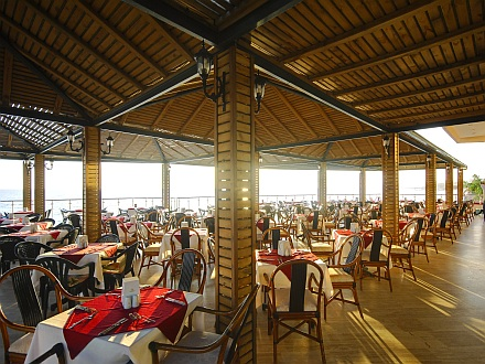 Hotel Aska Just In Beach restaurant.jpg