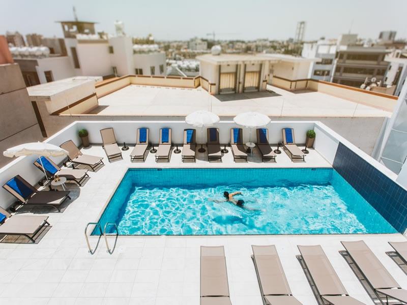 HOTEL FRANGIORGIO piscina exterioara.jpg