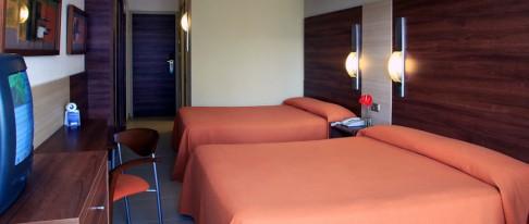 mini-012-habitacion-cuadruple-estandar.jpg