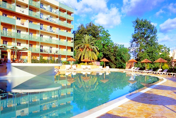 Corfu, Hotel Ariti Grand, exterior, piscina, hotel.jpg