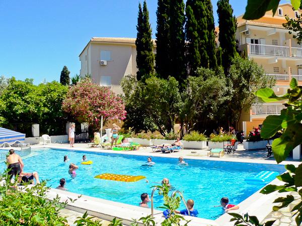 Corfu, Hotel Ipsos Beach, piscina exterioara.jpg