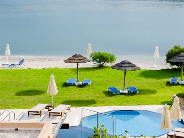 Lefkada, Hotel Porto Ligia, gradina, piscina exterioara.jpg