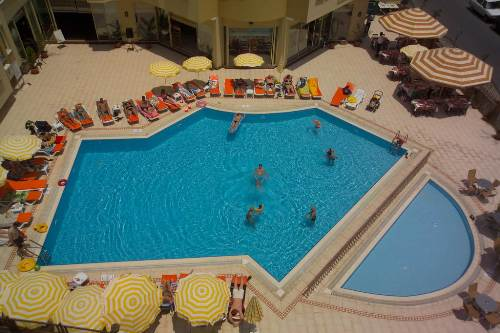Hotel Kleopatra Royal Palm piscina.jpg