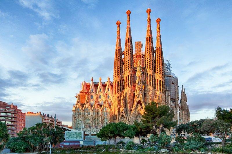 Barcelona hello holidays.jpg