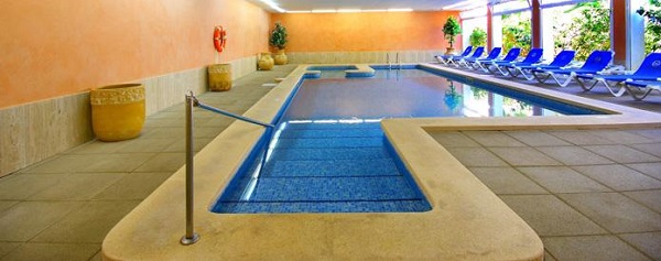 Valentin reina Paguera, interior, piscina interioara.jpg