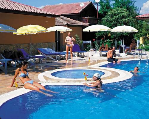 Hotel Ozlem Garden piscina.jpg