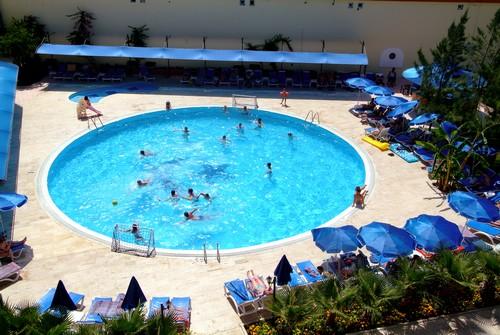 Hotel Sailors Park piscina.jpg