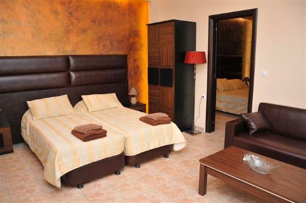 Rodos, Hotel Luxury Suites, camera, paturi.jpg
