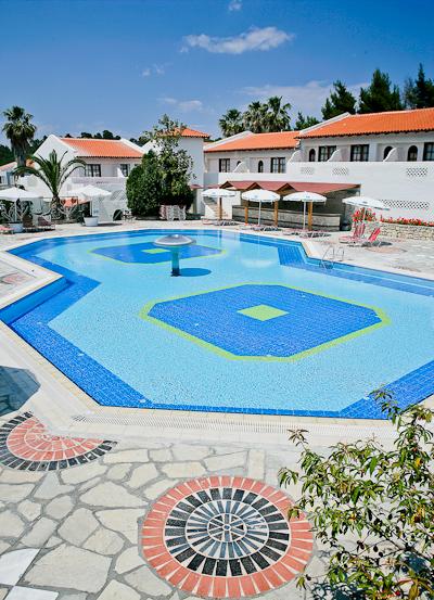 Halkidiki, Hotel Macedonian Sun, piscina exterioara.jpg