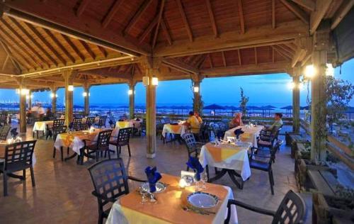 Hotel Paloma Beach Resort restaurant.JPG