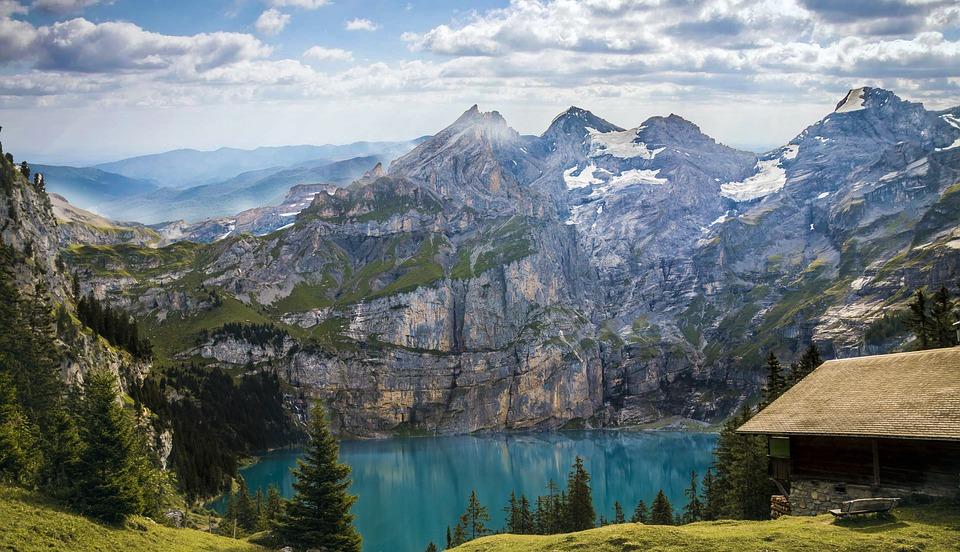 mountains-1645078_960_720.jpg