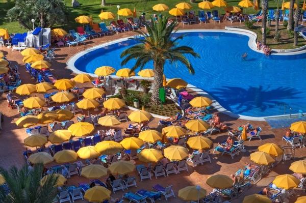 Tenerife, Hotel Spring Bitacora, piscina, sezlonguri - Copy.jpg