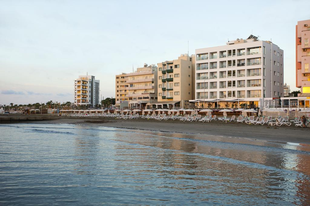 Costantiana Beach Hotel Apartments (3).jpg