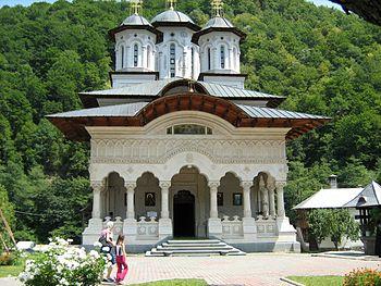 Manastirea_Lainic_fatada.JPG