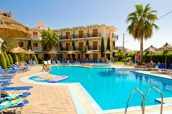 Zakynthos, Hotel Plaza Pallas, piscina exterioara.jpg