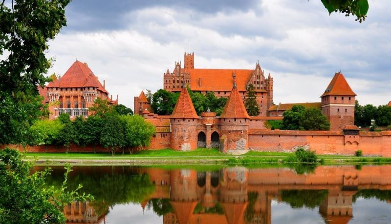 Malbork-Castle-Most-Imposing-Brick-Structure.jpg