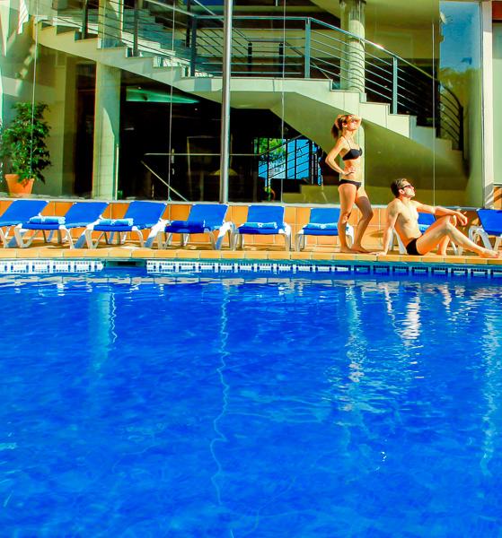 Costa Brava, Aqua Hotel Promenade, piscina exterioara, sezlonguri.jpg