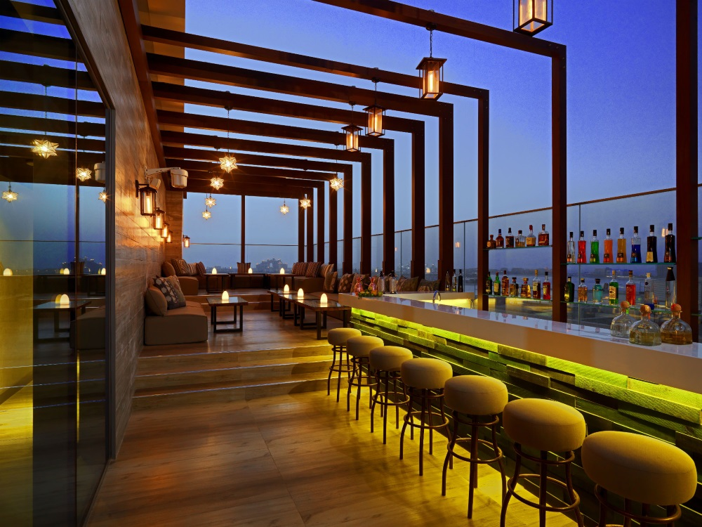 Dubai, Hotel Aloft Palm Jumeirah, bar, terasa.jpg
