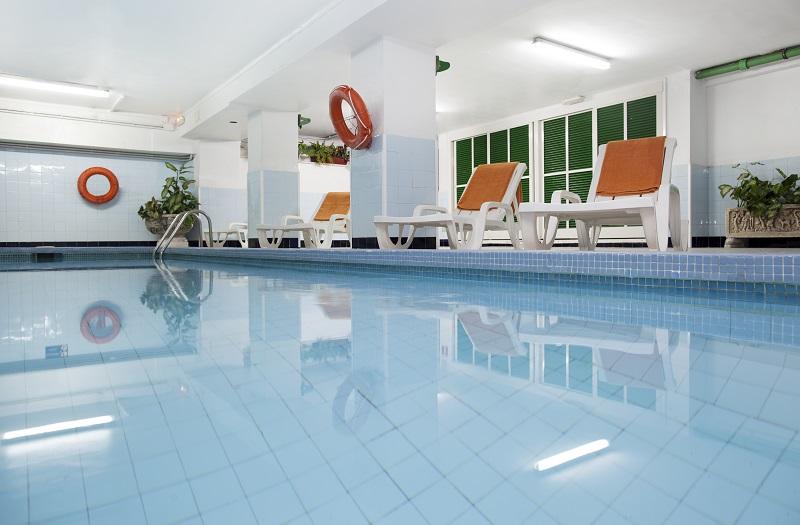 Whala Beach, interior, piscina interioara.jpg