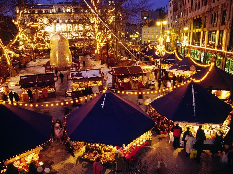 Piata Craciun Budapesta Hello Holidays.jpg