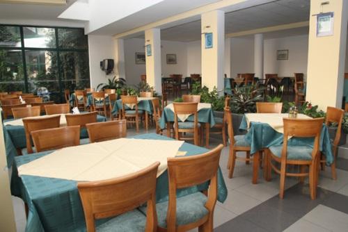 Hotel Slavyanski restaurant.jpg