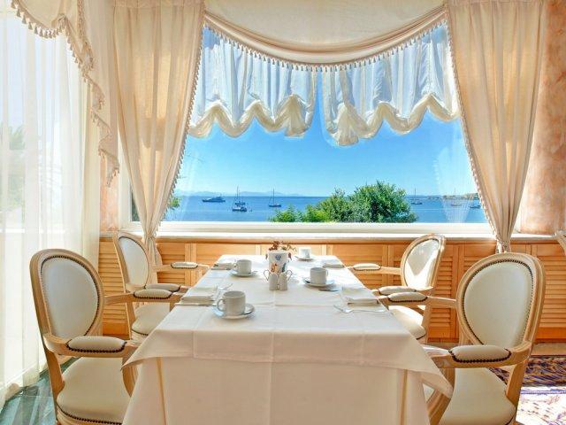 Corfu Palace restaurant principal.jpg