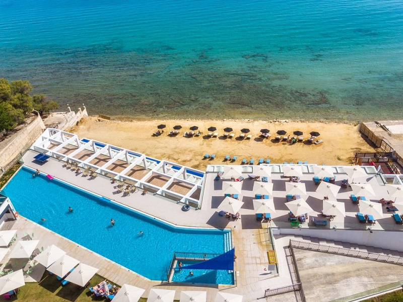 cavo-orient-beach-hotel-03-961x720_site.jpg