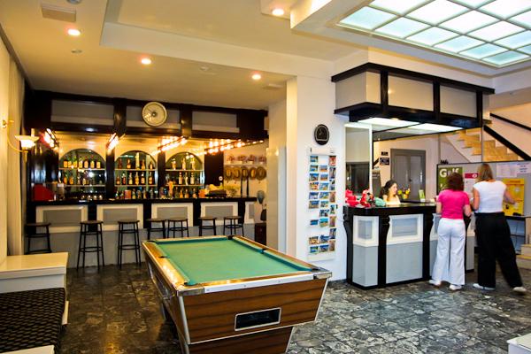iro lobby & bar 2.jpg