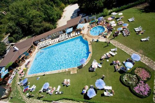 Hotel Saint Elena piscina.jpg