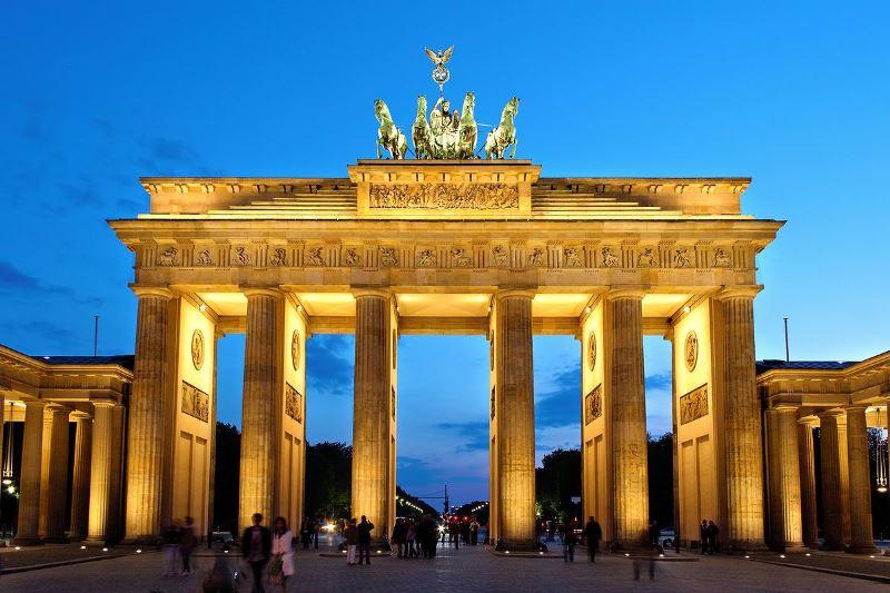 Poarta Brandenburg, Hello Holidays.jpg