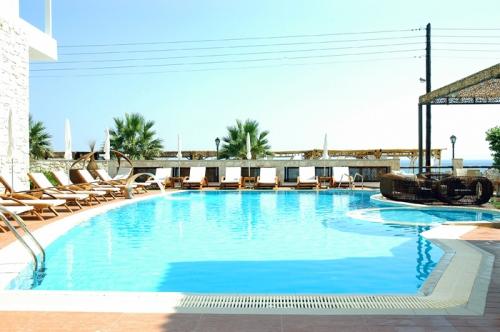 Hotel Possidi Paradise piscina.jpg