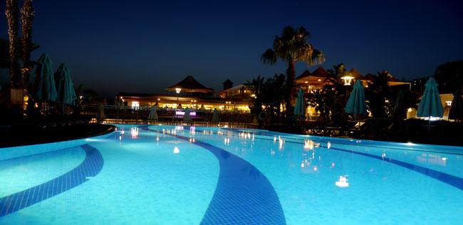piscina armonia holiday village.jpg