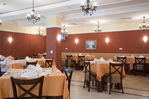 Hotel Festa Pomorie Resort restaurant.jpg