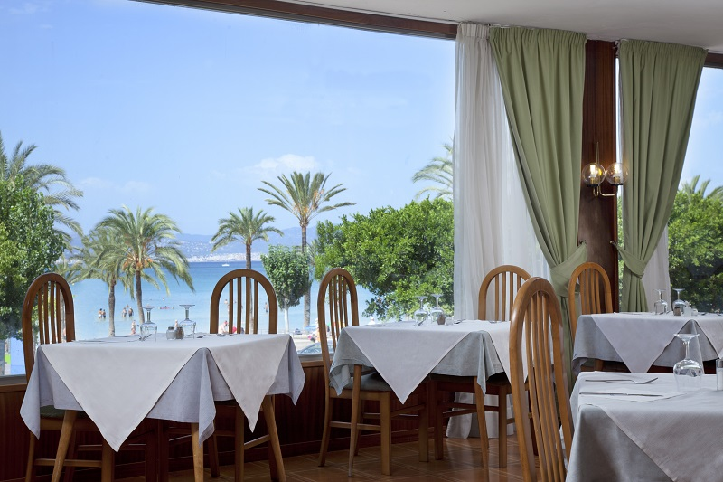 Whala Beach, interior, restaurant, vedere mare.jpg