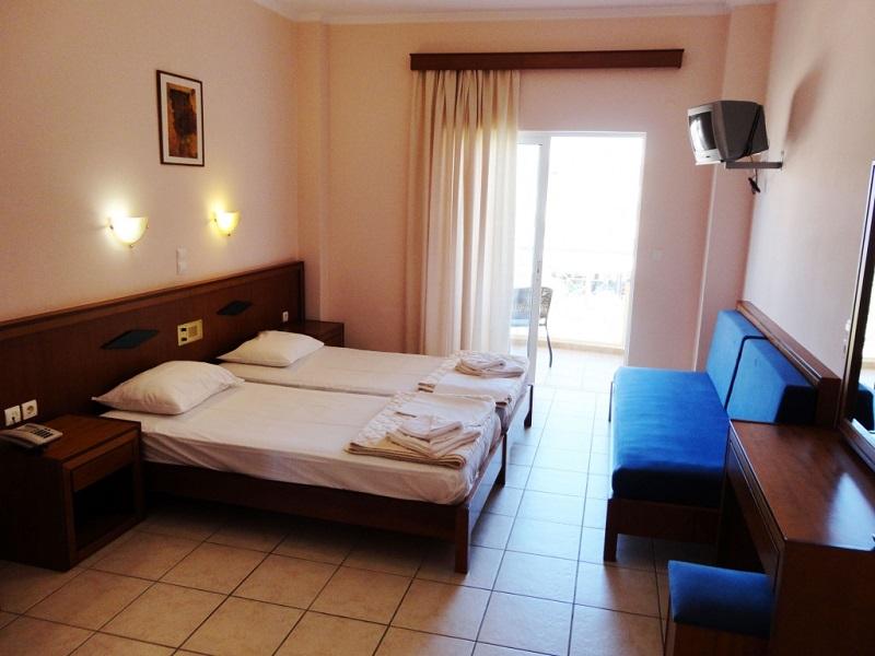 phoca_thumb_l_pool-view-bedroom.jpg