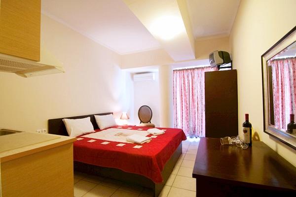 Paralia Katerini, Hotel Yakinthos, camera, pat dublu, tv, chicineta, AC.jpg