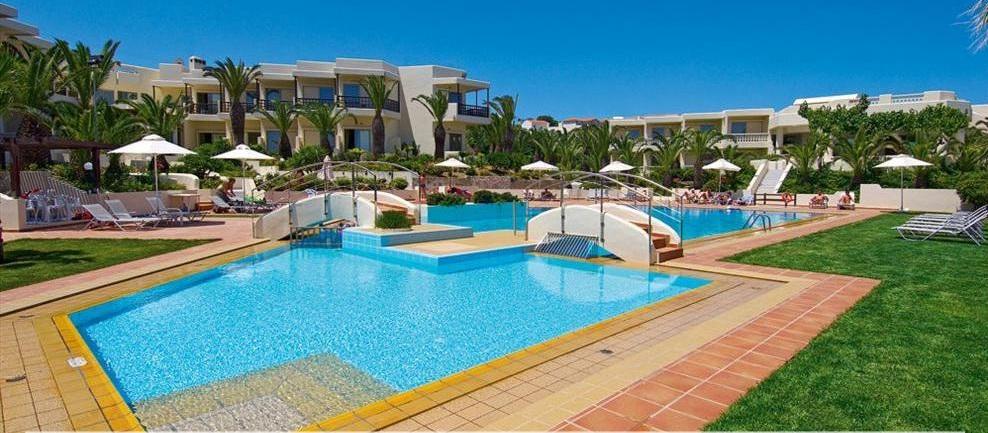 Piscina Hotel Santa Marina Beach.jpg